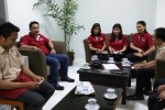 Wakil Pemimpin Redaksi HU Solopos, Suwarmin (paling kiri), berbincang dengan General Manager The Alana Hotel, Bambang Wijanarko (kedua dari kiri), di Griya Solopos, Selasa (265). The Alana Hotel berencana melakukan soft launching pada pertengahan Juni 2015. (JIBI/Espos/Asiska Riviyastuti)