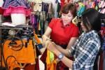 Pemilik Cattleya Ladies Underwear & Sportswear, Vivi Hendrajati (kiri), menemani konsumen memilih pakaian di tokonya, Jl. Yos Sudarso No. 168, Solo, Jawa Tengah, Senin (18/5/2015). (Shoqib Angriawan/JIBI/Solopos)
