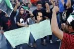 Mahasiswa aktivis Himpunan Mahasiswa Islam (HMI) Makassar berunjuk rasa di depan kampus Universitas Muhammadiyah (Unismuh) Makassar, Sulawesi Selatan, Kamis (21/5). (JIBI/Solopos/Antara/Abriawan Abhe)