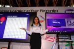 Sales promotion girl Benq menunjukkan jajaran monitor terbaru yang diluncurkan di Jakarta, Rabu (27/5/2015). (Dwi Prasetya/JIBI/Bisnis)