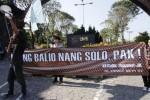 Kontingen #culikjokowijk asal Solo berfoto sebelum demo Mei 2015 di Jakarta, Rabu (20/5/2015). (Ivanovich Aldino/JIBI/Solopos)