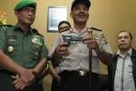 FOTO KELOMPOK SIPIL BERSENJATA : Polisi Aceh Buru Kelompok Din Minimi