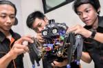 Kontes Robot Indonesia di kampus Unair Surabaya, Selasa (5/5/2015). (JIBI/Solopos/Antara/Herman Dewantoro)