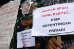 Demo Malang Corruption Watch di Balai Kota Malang, Selasa (12/5/2015). (JIBI/Solopos/Antara/Ari Bowo Sucipto)