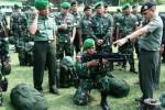 FOTO PERBATASAN INDONESIA-MALAYSIA : Yonif 521 Kediri Tuju Kalimantan Utara