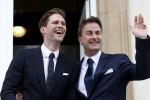 Gauthier Destenay dan Xavier Bettel seusai melangsungkan pernikahan (Independent.co.uk)