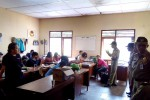 Petugas Satpol PP gabungan dari DIY, Kulonprogo, Purworejo dan Jawa Tengah melakukan pembinaan terhadap pasangan mesum yang terjaring razia dalam operasi gabungan di sejumlah penginapan di kawasan Pantai Glagah, Kamis (21/5/2015). (JIBI/Harian Jogja/Holy Kartika N.S.)
