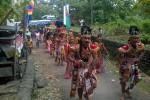 Prajurit Kertoyudan mengiringi kirab merti dusun yang digelar warga Dusun Taruban, Desa Tuksono, Sentolo, Minggu (10/5). (JIBI/Harian Jogja/Holy Kartika N.S.)