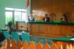 Sarijo tetap tenang saat mendengarkan vonis dari Majelis Hakim di Pengadilan Negeri Wates, Senin (25/5/2015). (JIBI/Harian Jogja/Holy Kartika N.S.)