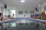 Wakil Pemimpin Redaksi Solopos, Suwarmin, berbincang dengan belasan anggota Perhumas Solo, Selasa (26/5/2015) siang. (Jafar S./JIBI/Solopos)