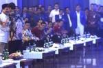 Presiden Joko Widodo menyapa Ketua Umum Partai Gerindra Prabowo Subianto (kiri) sebelum memberi sambutan dalam acara pembukaan Rakernas PAN di Jakarta, Rabu (6/5/2015). Selain pembukaan acara Rakernas, dalam kesempatan itu juga dilantik Pengurus Dewan Pimpinan Pusat Partai Amanat Nasional Periode 2015-2020. (JIBI/Solopos/Antara/Fanny Octavianus)