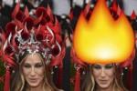 Meme aksesoris kepala Sarah Jessica Parker jadi api unggun (Dailymail.com)