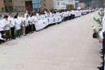 Para karyawan menghadiri pemakaman mertua bosnya (Shanghaiist.com)