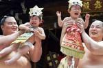 Pesumo ditugasi membikin bayi menangis di Jepang (www.weirdlife.com)