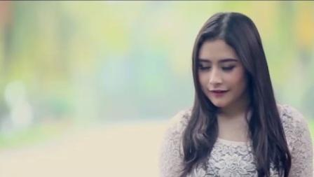 Prilly Latuconsina dalam video klip Fall In Love (Instagram.com)