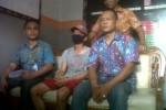 Tahanan Rutan Kelas I Solo, Nova Aldiansyah (tengah gunakan masker) kembali ditangkap. Nova kabur pada Oktober 2014 lalu. (Irsyam Faiz/JIBI/Solopos)