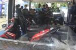 Sepeda motor Yamaha Mio M3 diuji coba di dalam air dalam acara Blue Core Motor Show di Alun-alun Giri Krida Bakti Wonogiri, Minggu (17/5/2015). (Muhammad Ismail/JIBI/Solopos)