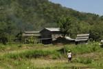 Asap tipis keluar dari bangunan kompleks peleburan alumunium yang berada di kawasan Dusun Banyakan II, Desa Sitimulyo, Kecamatan Piyungan, Rabu (20/5/2015). (Harian Jogja/Arief Junianto