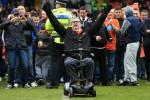 Klub Kesayangan Terdegradasi, Suporter Ini Protes Gunakan Skuter (Telegraph)