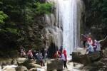 Para pengunjung menikmati wisata alam Grojogan Sewu di Dusun Beteng, Desa Jatimulyo, Kecamatan Girimulyo, Kulonprogo. (JIBI/Harian Jogja/Rima Sekarani I.N).