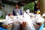 Dawet sambel atau dawet pecel dibungkus dengan plastik dan dijual seharga Rp1.500 di kawasan wisata Curug Setawing, Desa Jatimulyo, Girimulyo, pekan lalu. (JIBI/Harian Jogja/Holy Kartika N.S.)