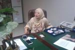 Desainer perhiasan untuk pernikahan Gibran Rakabuming Raka dengan Selvi Ananda, Lia Taufiq, menunjukan sampel perhiasan yang ada di gerai perhiasannya, Rabu (27/5/2015). (JIBI/Solopos/Irawan Sapto Adhi)