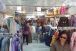 Suasana transaksi di kios darurat Pasar Klewer di pendapa Pagelaran Keraton Kasunanan Surakarta, Jumat (29/5/2015). (Irawan Sapto Adhi/JIBI/Solopos)