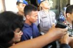 Tersangka pembunuh Yulita Wulandari, Nanang Aryanto, 21, warga Desa Ngrandak, Kecamatan Toroh, Grobogan (baju biru) dalam gelar perkara di Mapolresta Solo, Rabu (6/5/2015). (Muhammad Irsyam Faiz/JIBI/Solopos)