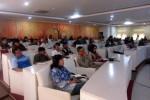 Komisioner KPU Solo menjelaskan tahapan pencalonan dalam pilkada dalam sosialisasi yang diadakan di Puri Manganti Praja Balai Kota Solo, Sabtu (23/5/2015). (JIBI/Solopos/Tri Rahayu)