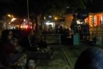Suasana malam hari di tepian Telaga Sarangan, menjelang acara labuhan sesaji, Sabtu (30/5/2015)
