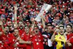 Pemain Sevilla merayakan kemenangan sebagai juara Liga Europa. JIBI/Rtr/Carl Recine