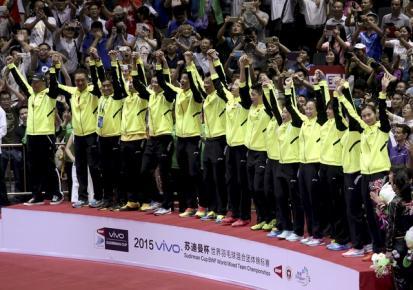Tim bulutangkis Tiongkok berselebrasi seusai menjadi juara Piala Sudirman.  JIBI/Rtr/Stringer