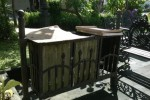 Salah satu tempat sampah di kawasan citywalk rusak bahkan ada yang ambrol. Rusaknya tempat sampah itu sejak setahun lalu dan hingga saat ini belum diperbaiki Pemkot. Foto diambil Minggu (3/5/2015) (Ayu Abriyani/Solopos/JIBI)