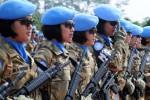 Prajurit wanita TNI yang tergabung dalam Satgas Kontingen Garuda (Konga) TNI UNIFIl Lebanon mengikuti upacara pelepasan di Mabes TNI Cilangkap, Jakarta, Rabu (10/12). Sebanyak 19 prajurit wanita dari Trimatra TNI itu turut bergabung bersama 1.150 prajurit lainnya, diberangkatkan dalam rangka menjalankan misi perdamaian PBB di Lebanon. (JIBI/ANTARA FOTO/Indrianto Eko Suwarso)