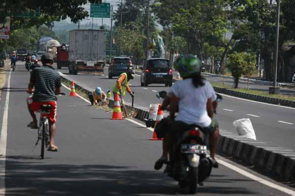 Bersihkan Jalur Mudik (JIBI/Harian Jogja/Desi Suryanto)