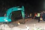 TEBING PANTAI SADRANAN LONGSOR : Air Pasang Hambat Evakuasi, Korban Tewas Jadi 4 Orang