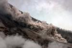 Awan panas meluncur di lereng Gunung Sinabung, Karo, Sumatra Utara, Minggu (14/6/2015). (JIBI/Solopos/Antara/Irsan Mulyadi)