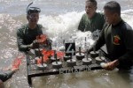 FOTO KONSERVASI TERUMBU KARANG : Marinir Gemakan Save Our Littoral Life