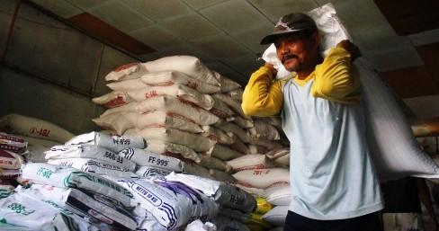 Gudang pakan ikan di KUD Budi Karya, Ngawi, Jumat (29/5/2015). (JIBI/Solopos/Antara/Ari Bowo Sucipto)