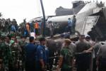 Puing pesawat Hercules C-130 yang jatuh di Jl. Jamin Ginting, Medan, Sumatra Utara, Selasa (30/6/2015). (JIBI/Solopos/Antara/Irsan Mulyadi)