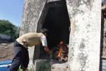 Pemusnahan daging busuk dan glonggongan di Solo, Kamis (25/6/2015). (Ivanovich Aldino/JIBI/Solopos)