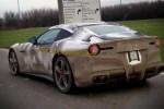 Foto spyshot Ferrari F12 dengan stiker kamuflase. (Gtspirit.com)