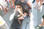 Gadis yang terperosok ke jeruji besi selokan (Mirror.co.uk)