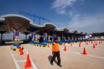 Suasana gerbang Tol Cikopo-Palimanan (Cipali) di Jawa Barat, Sabtu (13/4/2015). Penggunaan jalan tol terpanjang se-Indonesia dengan jarak 116 kilometer itu dibuka untuk umum mulai Senin (15/6/2015). (JIBI/Solopos/Antara/Vitalis Yogi Trisna)