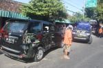 Mobil Toyota Avanza AD 8612 TU rusak berat setelah ditabrak truk AD 1560 JG di Jl. Solo-Wonogiri di dekat Pasar Krisak, Jumat (12/6/2015). Akibat kejadian itu tujuh penumpang Avanza luka ringan. (Muhammad Ismail/JIBI/Solopos)