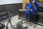 Sepeda motor matik yang dipreteli oleh dua pelaku disita aparat Polres Klaten. Foto diambil Senin (22/6/2015). (Taufiq Sidik/JIBI/Solopos)
