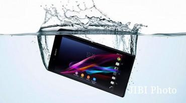 Ilustrasi ponsel teredam air (Dok)