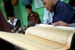 FOTO PONDOK PESANTREN ATTAHDZIB : Mengaji Kitab Kuning Isi Liburan