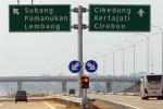 Sejumlah kendaraan melintasi Jalan Tol Cikopo-Palimanan (Cipali) di Subang, Jawa Barat, Selasa (16/6/2015). Jalan tol terpanjang se-Indonesia dengan jarak 116, 75 kilometer tersebut telah dibuka untuk umum dan diharapkan mampu mengurangi kemacetan di jalur pantura pada saat mudik lebaran. (JIBI/Solopos/Antara/Prasetyo Utomo)