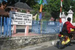 Seorang pengendara sepeda motor melintas di depan Kantor Kelurahan Giritirto, Kecamatan/Kabupaten Wonogiri, Jumat (29/5/2015). (Trianto Hery Suryono/JIBI/Solopos)